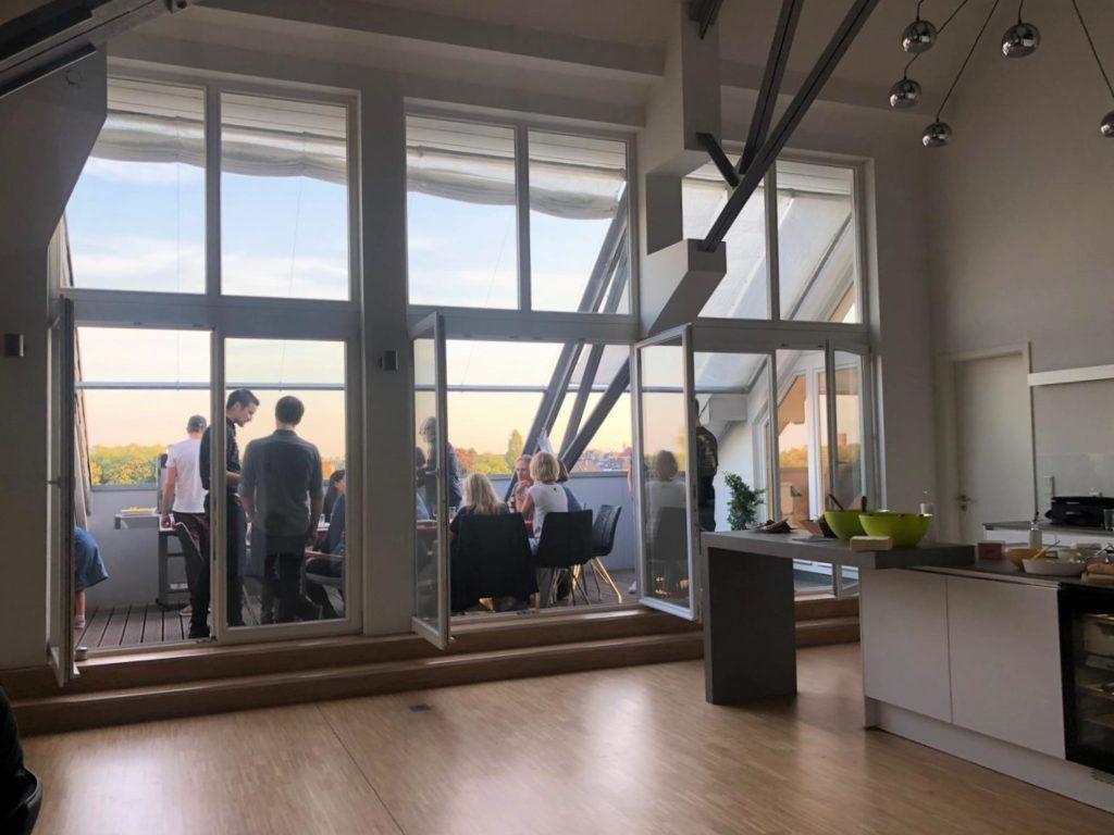 Game-Designer auf der Dachterrasse im Büro Wegesrand Mönchengladbach